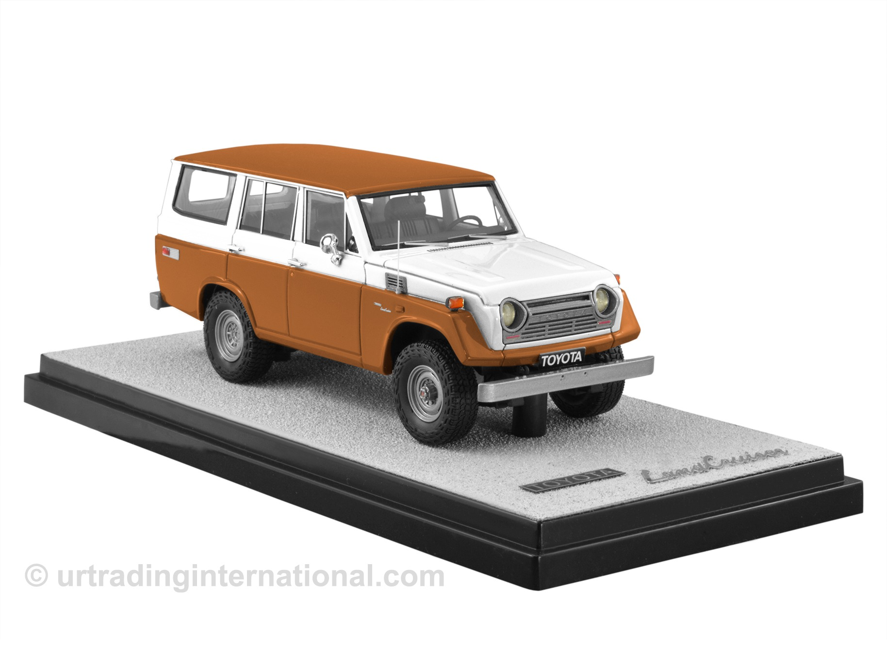 1974 Toyota Land Cruiser FJ55 – Pueblo Brown/White LHD