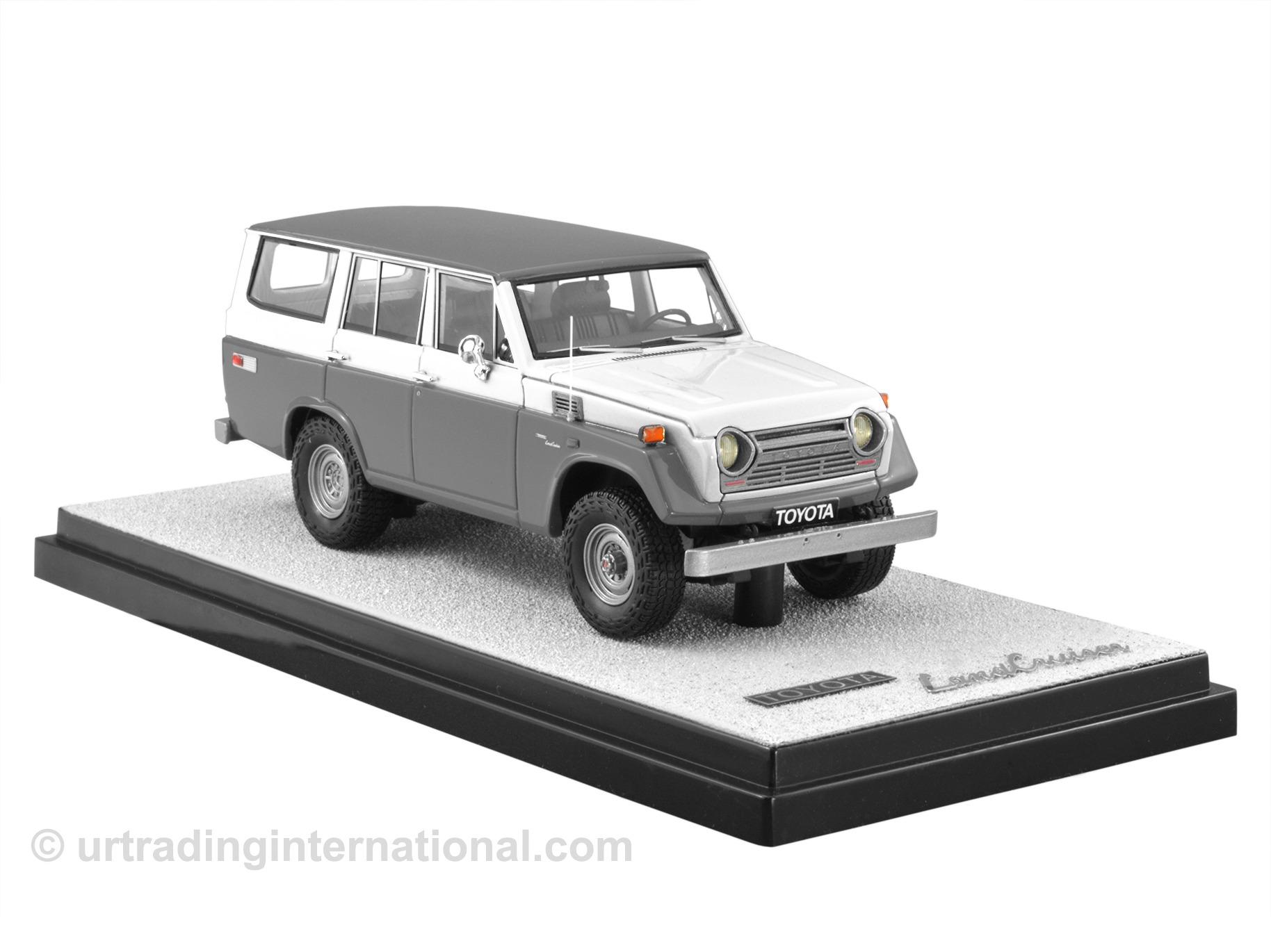 1974 Toyota Land Cruiser FJ55 – Grey/White LHD